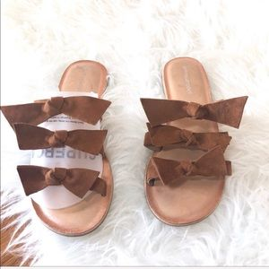 Jeffrey Campbell Tan/cream Suede bow sandals 7